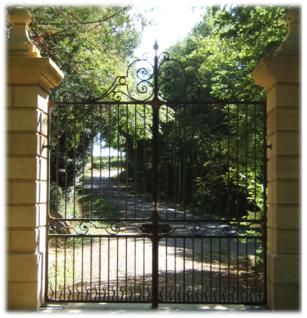 Portail du chateau de Viella